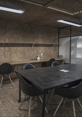 oficina  equipada, todos los servicios incluidos para 4 personas. ag