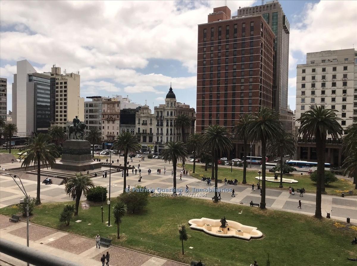oficina frente a plaza independencia