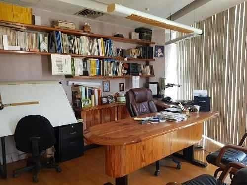 oficina frente al acuario