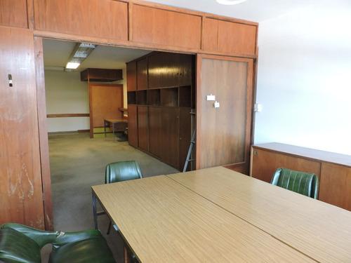 oficina grande sobre peatonal córdoba, al frente con muebles