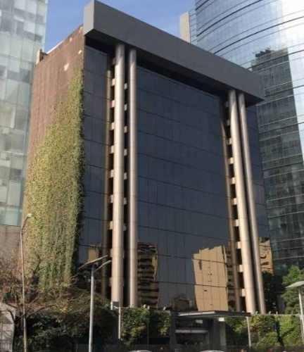 oficina muy bien ubicada en la parte baja de lomas de chapultepec.220 m2 piso 36 estacionamientosobra blancaárea abiertapara acondicionar con apoyo de los propietarios en tiempo de graciael