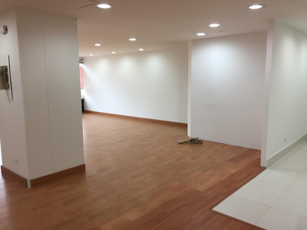 oficina o consultorio exterior muy iluminada lista para usar