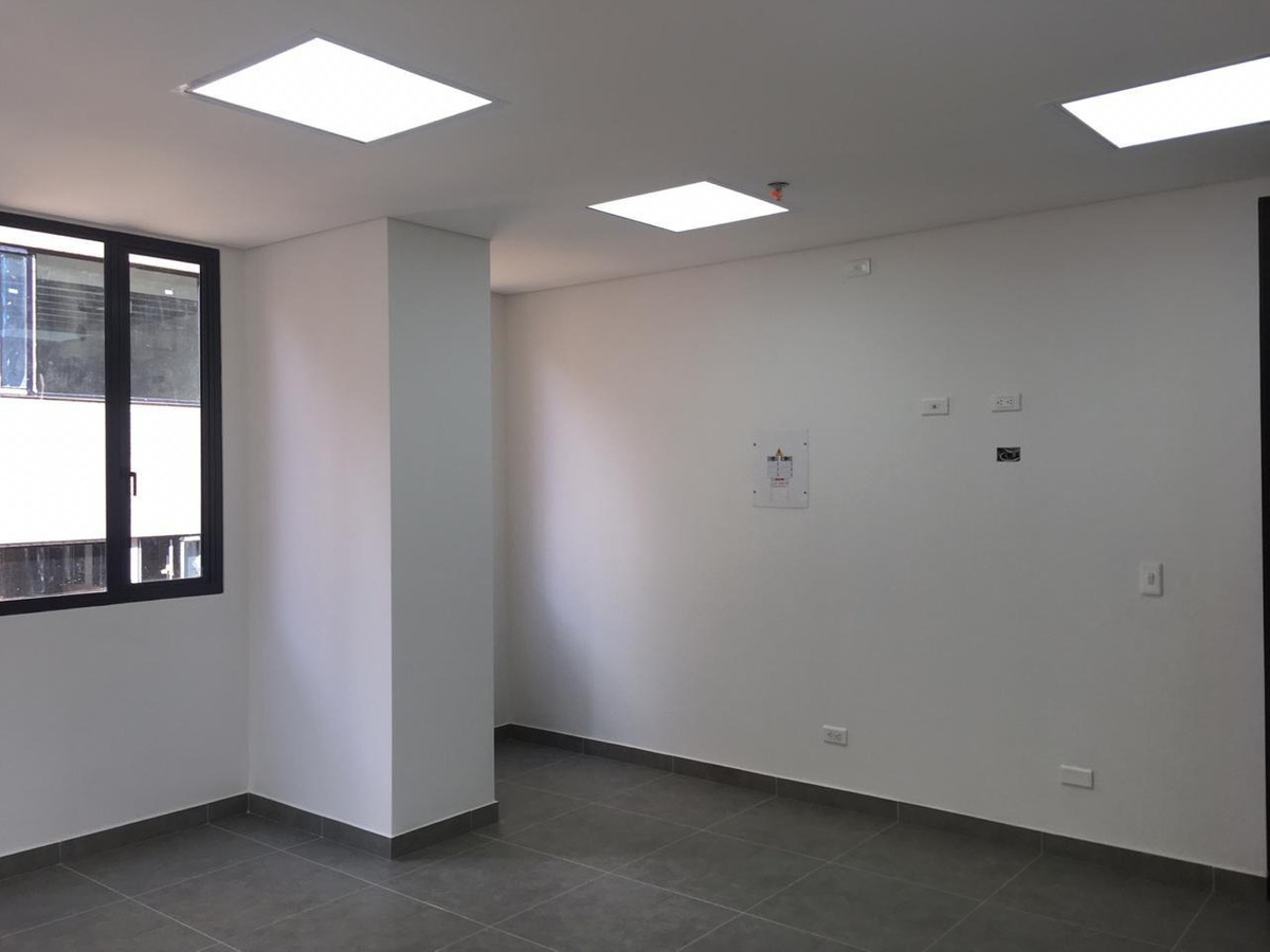 oficina o consultorio junto a clínica cafam calle 93
