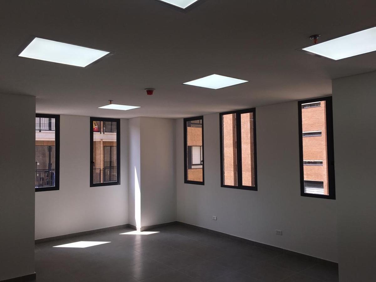 oficina o consultorio junto a nueva clínica cafam calle 93