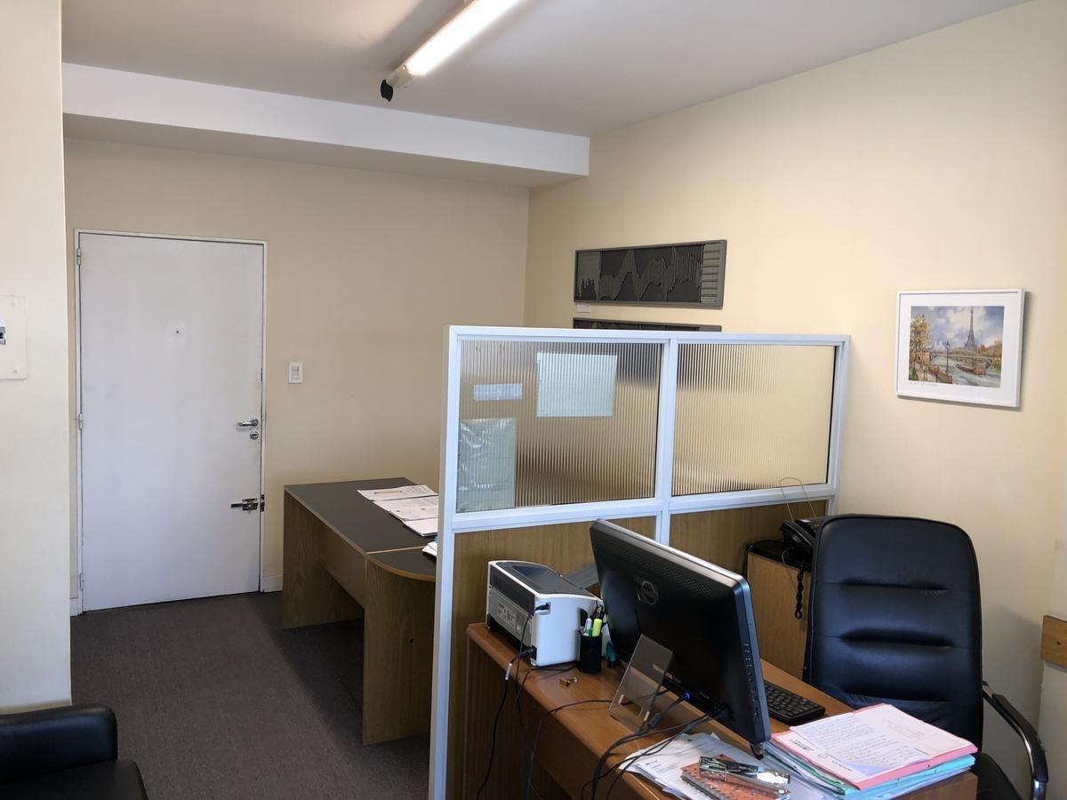oficina o vivienda!  uruguay y viamonte! excelente estado