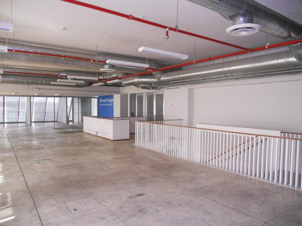 oficina parcialmente acondicionada en renta lomas altas torre quadrata