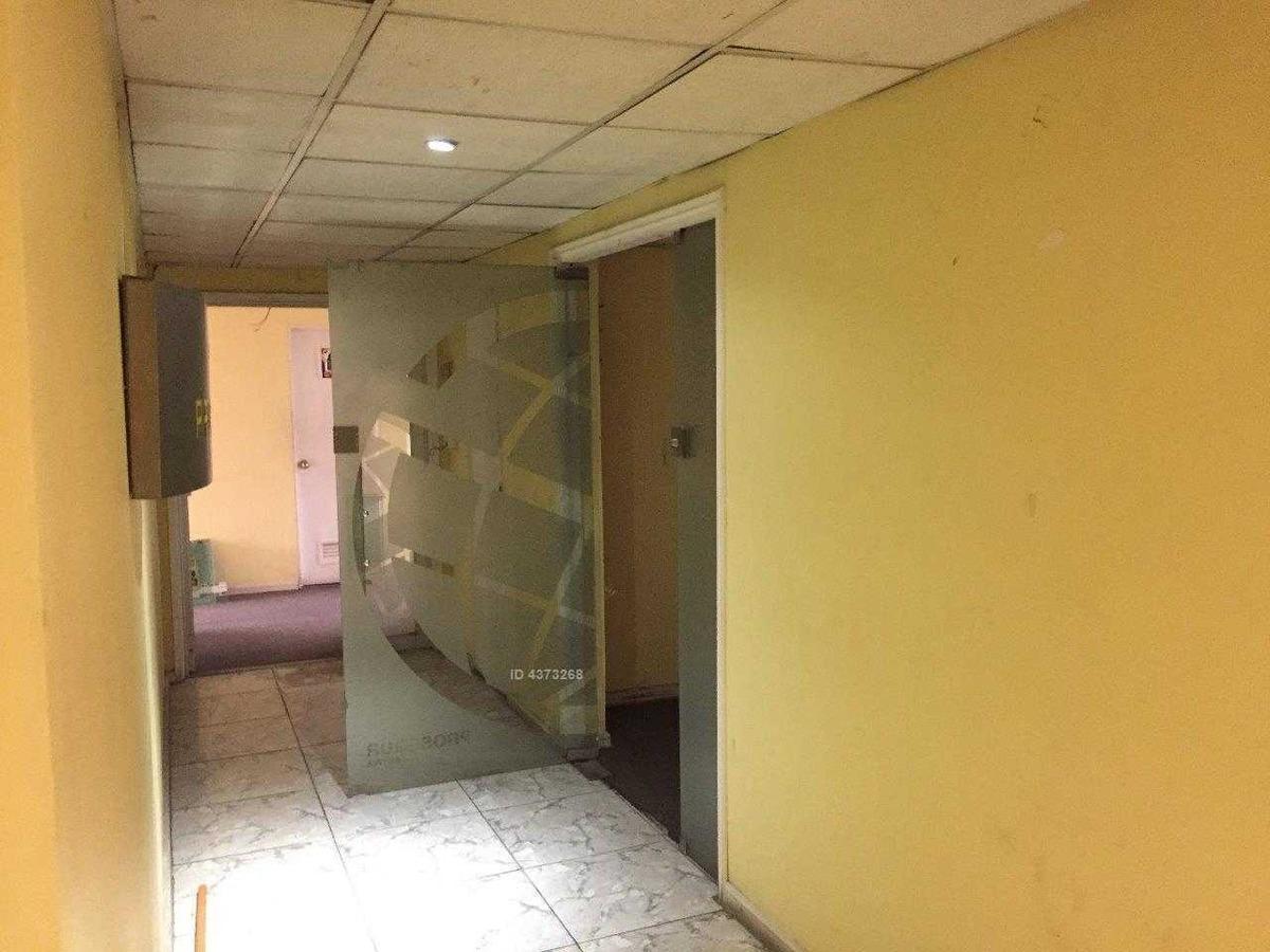 oficina piso alto, metro plaza de armas de santiago