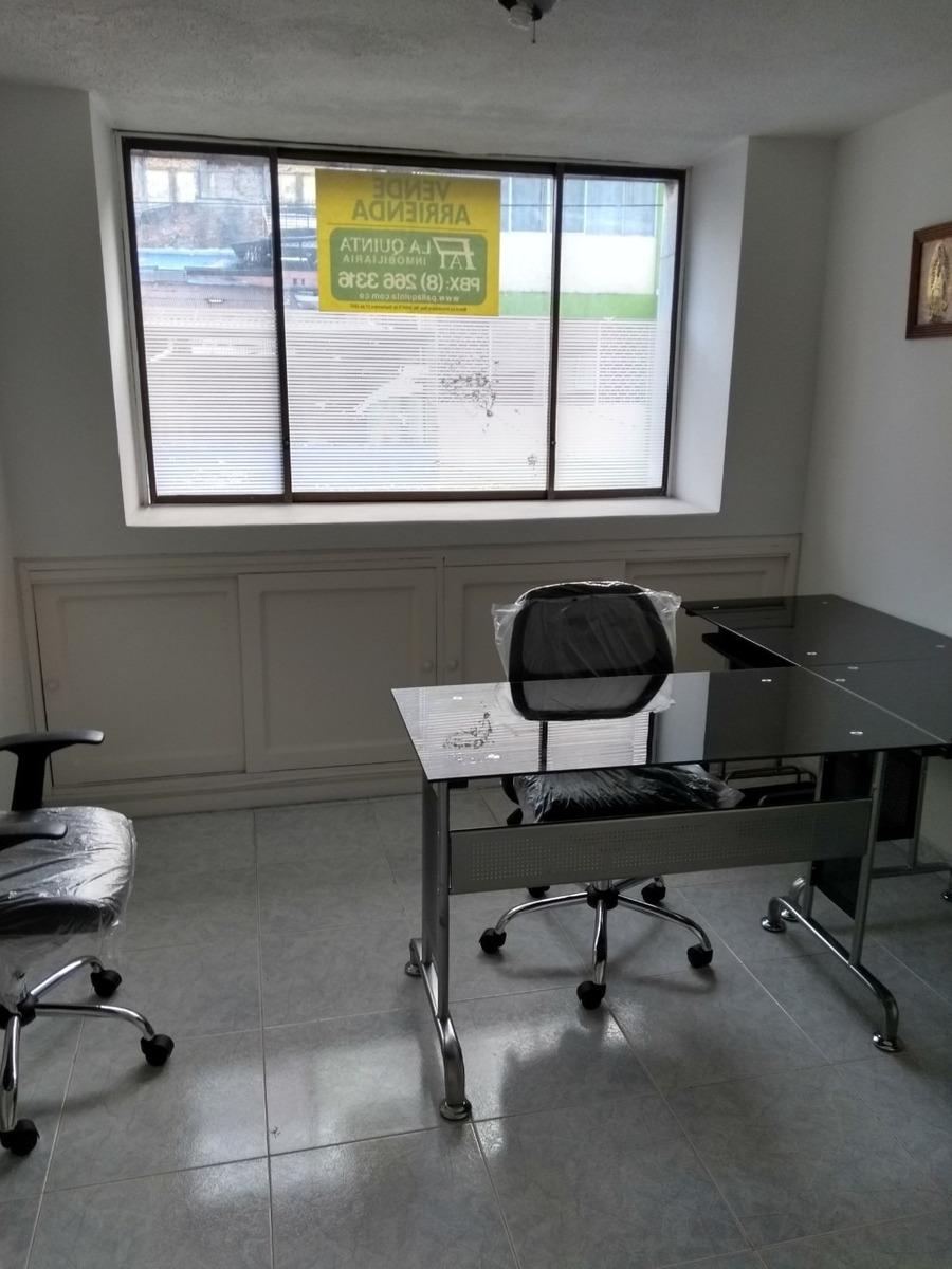 oficina principal y sala de espera independiente