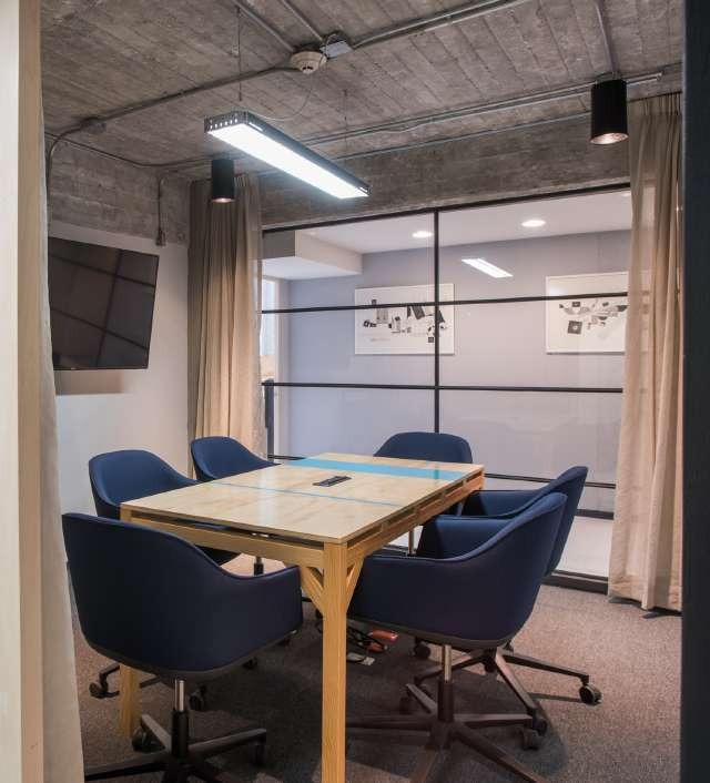 oficina privada completamente equipada para 10 personas. aw