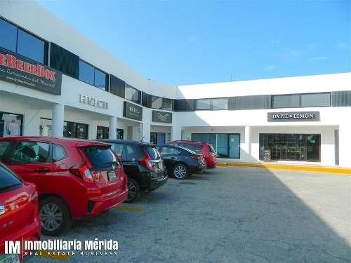 oficina ubicado en plaza comercial cerca de montecristo