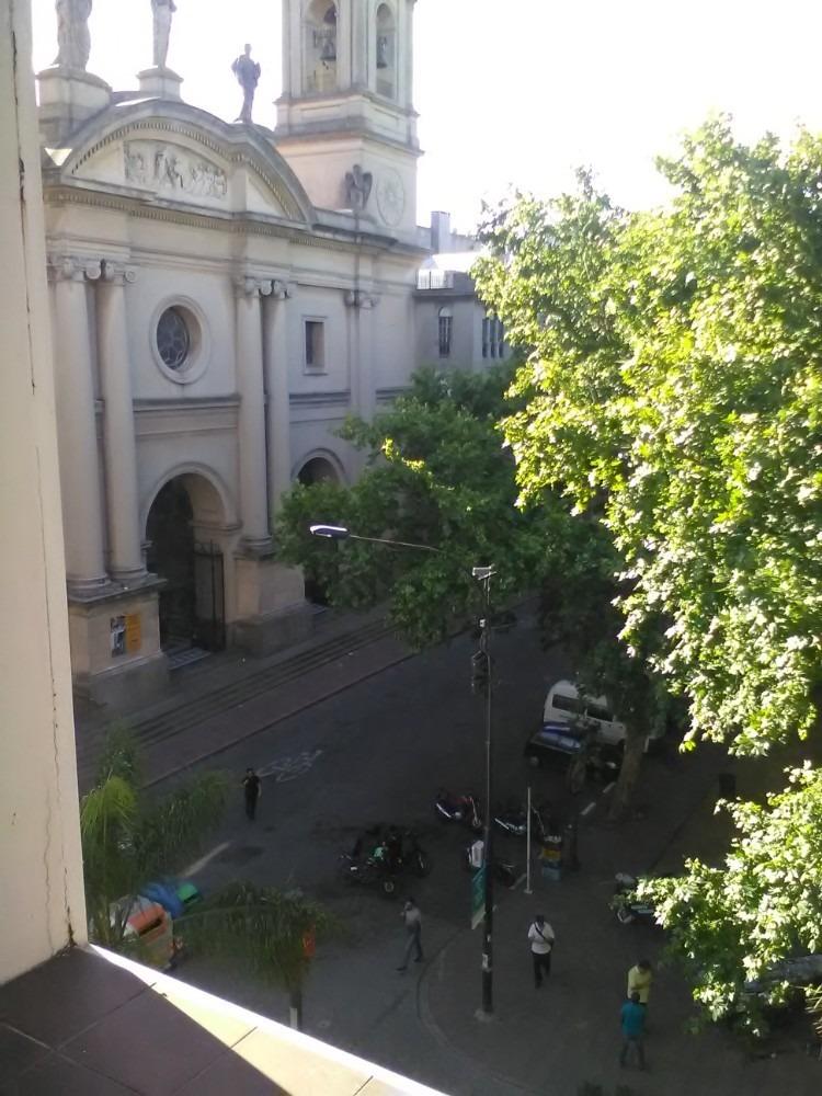 oficina  vista a la plaza, 2 ambientes