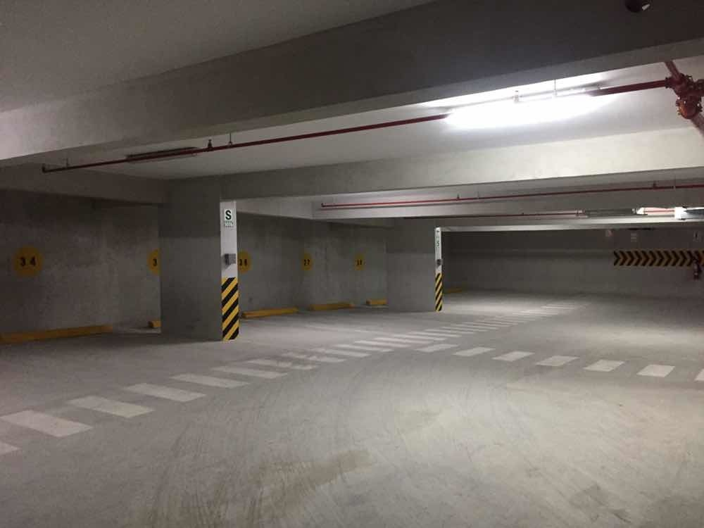 oficina/consultorio us$850. 45m2 + estacionamiento (16m2)