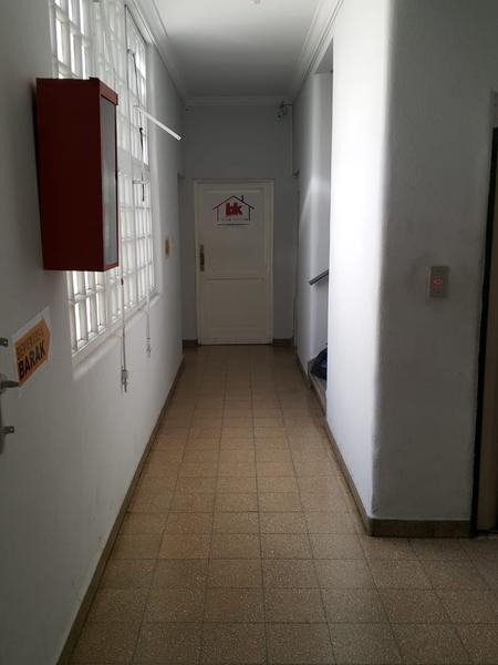 oficina/deposito en once. planta libre (100 o 200m2)