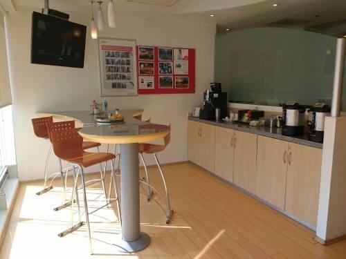 oficinas completamente equipadas, servicios incluidos para 10 a 15 personas.