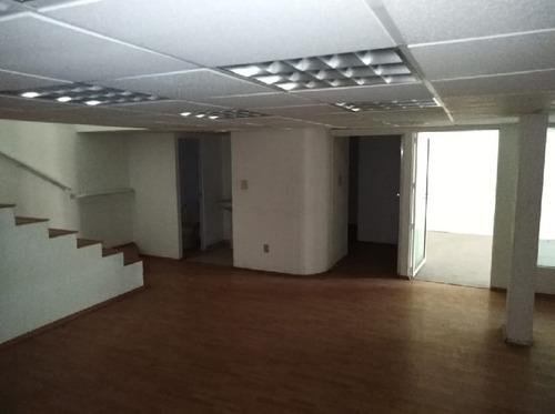 oficinas con  buena ubicación y amplio estacionamiento