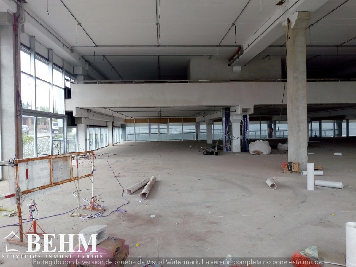 oficinas  en alquiler 200 m2 av colon categoria