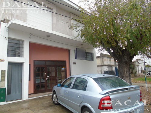 oficinas en alquiler en la plata calle 57  e/ 132 y 133 dacal bienes raices