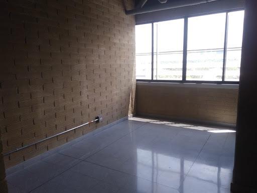 oficinas en arriendo aguacatala 473-7487