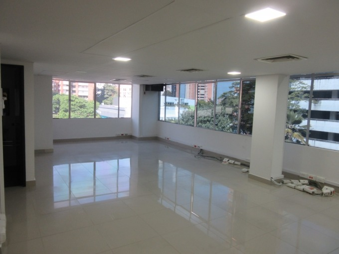 oficinas en arriendo aguacatala 495-38313
