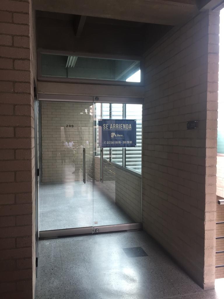 oficinas en arriendo aguacatala 495-39057