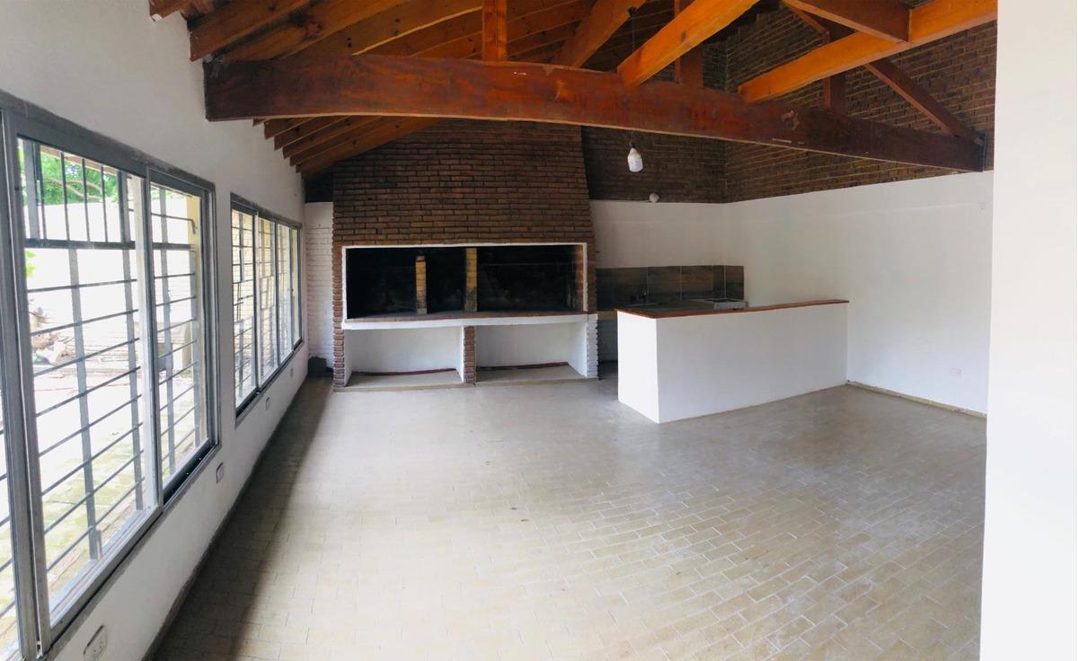 oficinas en centro burzaco - a mts estacion - reciclado