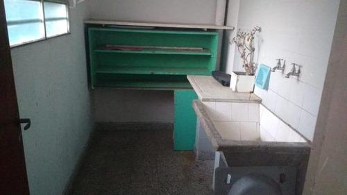 oficinas en planta baja c/ vivienda  y local., 7 despachos 4 baños.