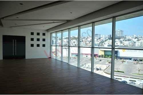 oficinas  en renta lomas del tecnoloógico, frente plaza san luis. $102,000.00