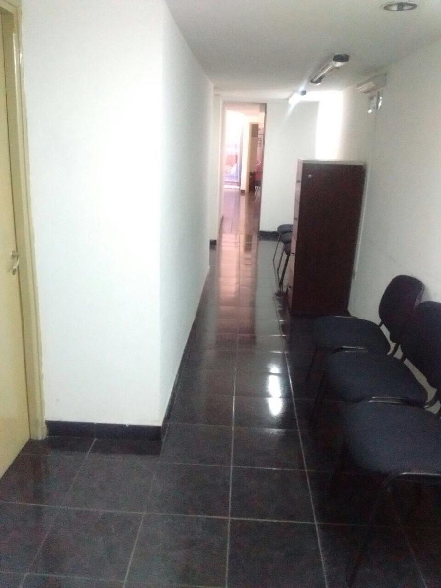 oficinas sobre calle rivadavia 150, 1er y 2do piso  400 mtr2