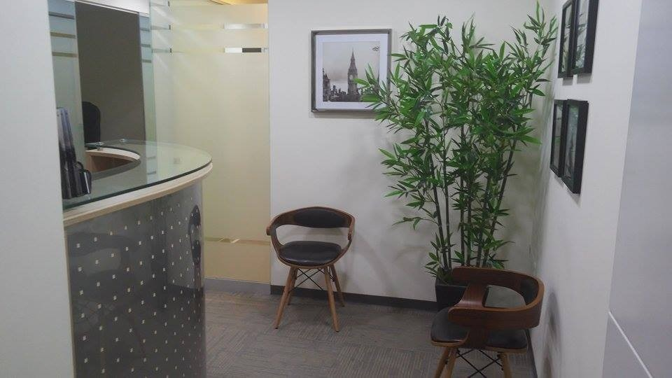 oficinas totalmente equipadas y amobladas.