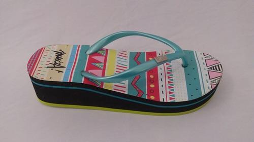 ojota mujer taco medio con diseño rayado colores. marca muaa