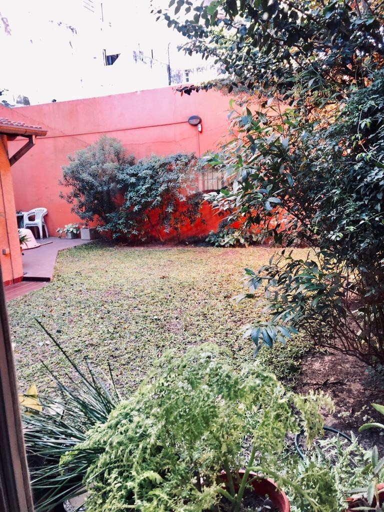 olivos excelente casa de 5amb, con jardín y cochera