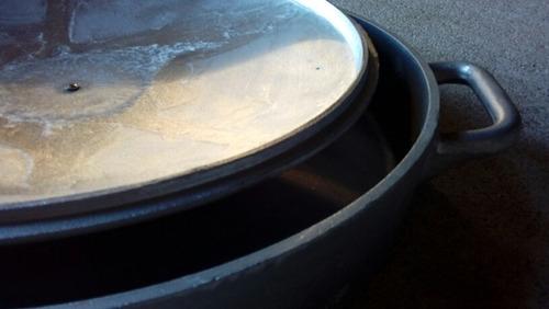 olla de aluminio estilo paellera