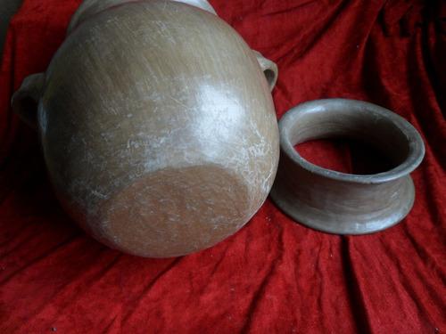 olla de barro tipo antigua