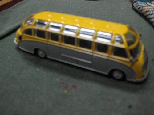 omnibus de metal mercades - 14 cm - autobuses del mundo