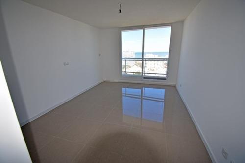 one 2 punta del este piso alto y financiado !!!