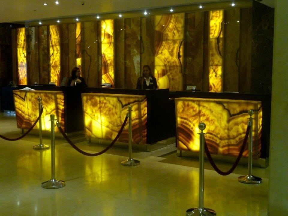 Onix pi a 1 750 00 m2 pulido y brillado translucido for Marmol traslucido
