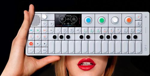op-1 teenage engineering sintetizador sampler drums radio fm