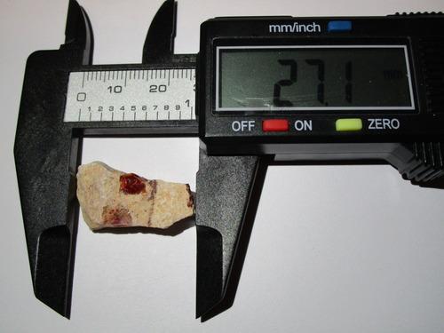 ópalos naturales en matriz de cantera 2.8x1.5x0.8cm