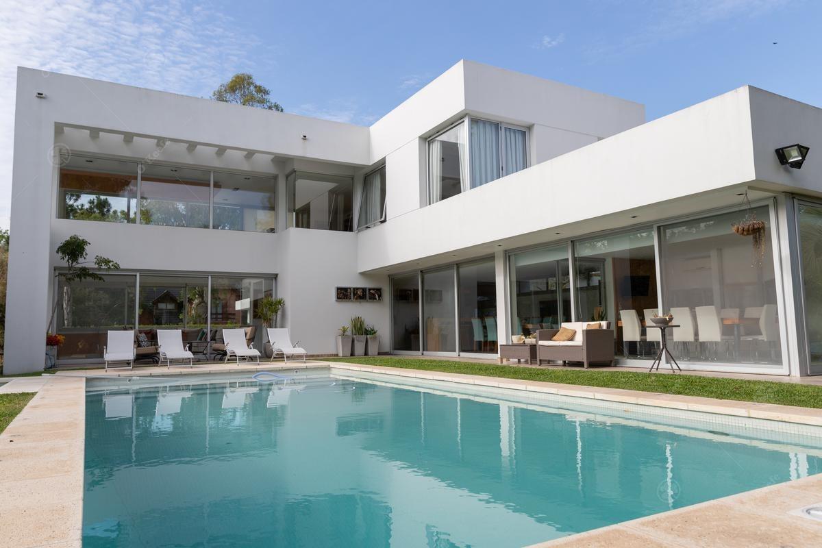 oportundad impecable, super moderna, casa en alquiler o venta en abril club de campo 35% off