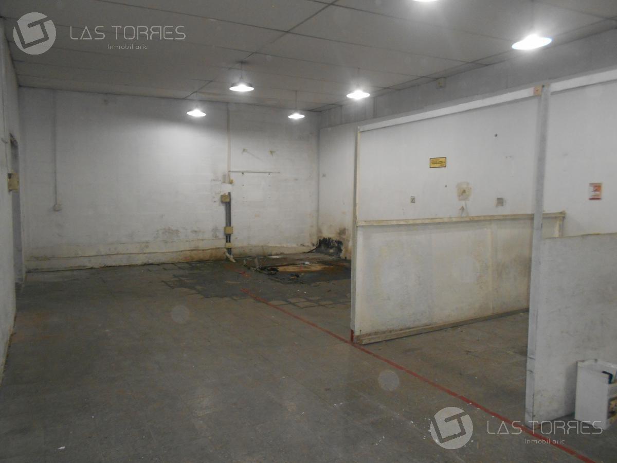 oportunidad! 22m de frente, 3 baños, techo abovedado a nuevo.