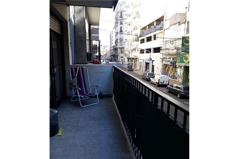 oportunidad! 3 ambientes con balcon y patio