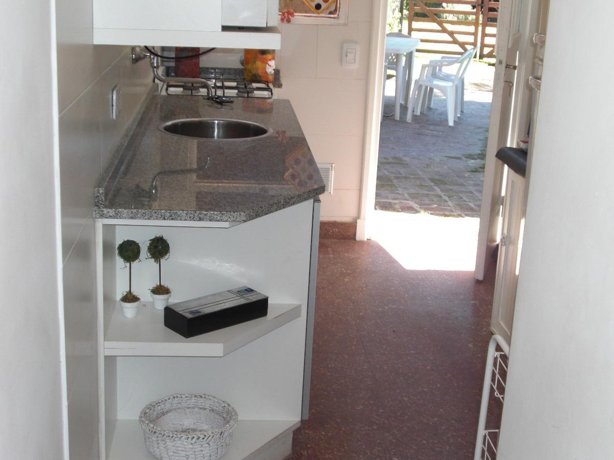 oportunidad 50 mts del mar.casa 5 ambientes, baño y toilette