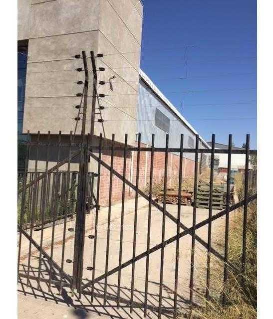 oportunidad a puerta cerrada / parque industrial lo bossa!!