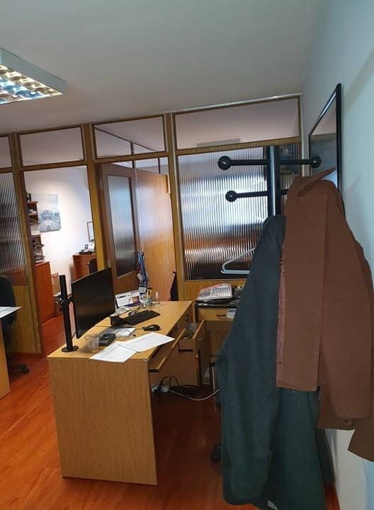 oportunidad, amplia oficina centro c/ garage. impecable.