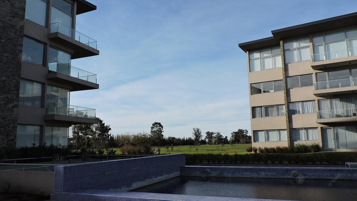 oportunidad - casa en venta de 4 ambientes muy luminosa desarrollada en 2 plantas 15% off