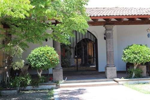 oportunidad, casa estilo colonial en jurica, queretaro