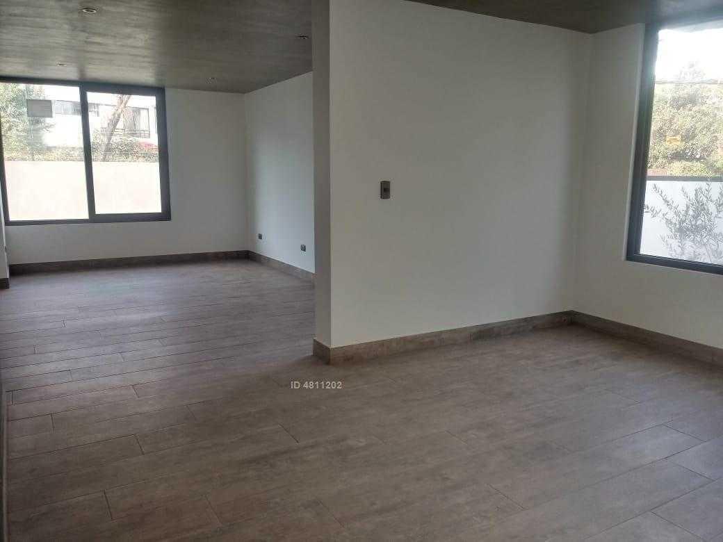 oportunidad, casa recién remodelada y ricos espacios en vitacura.