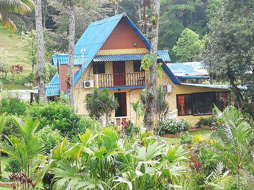 oportunidad de hostal o casa para familia grande, cerro azul