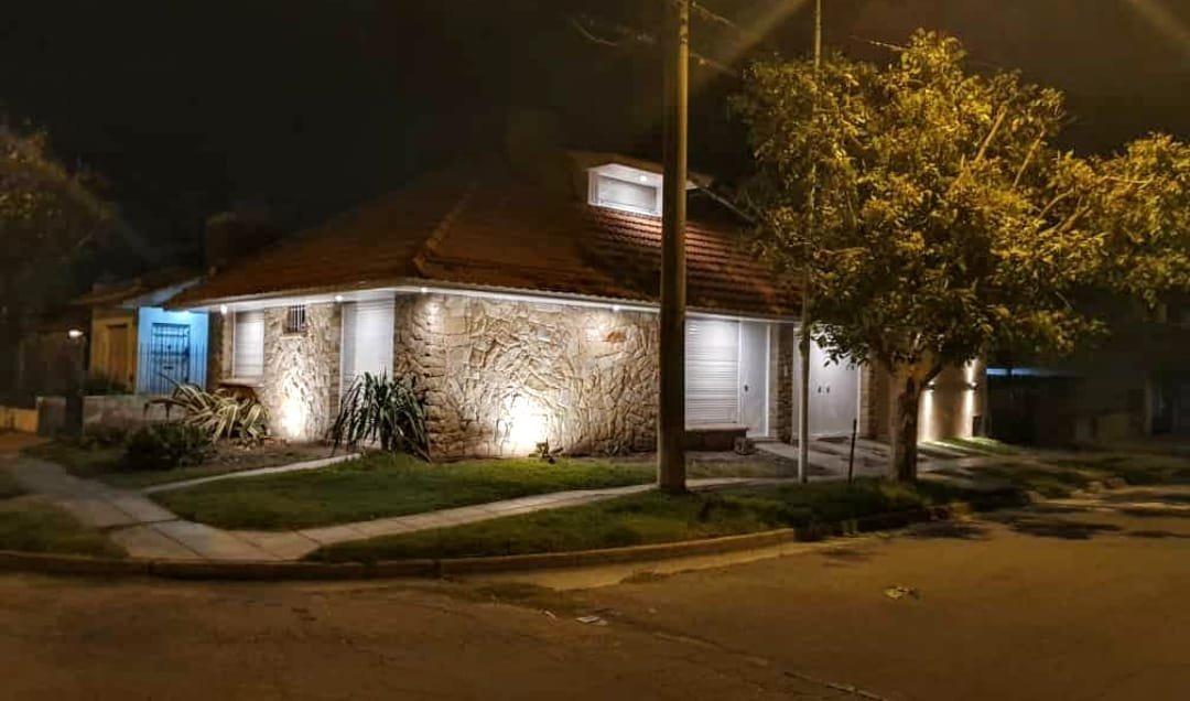 oportunidad de inversión. casa en venta en barrio parque luro.