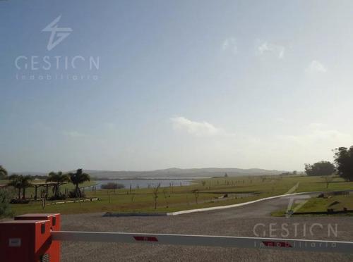 oportunidad de inversión - lote en el club de campo laguna de los cisnes. punta del este- uruguay